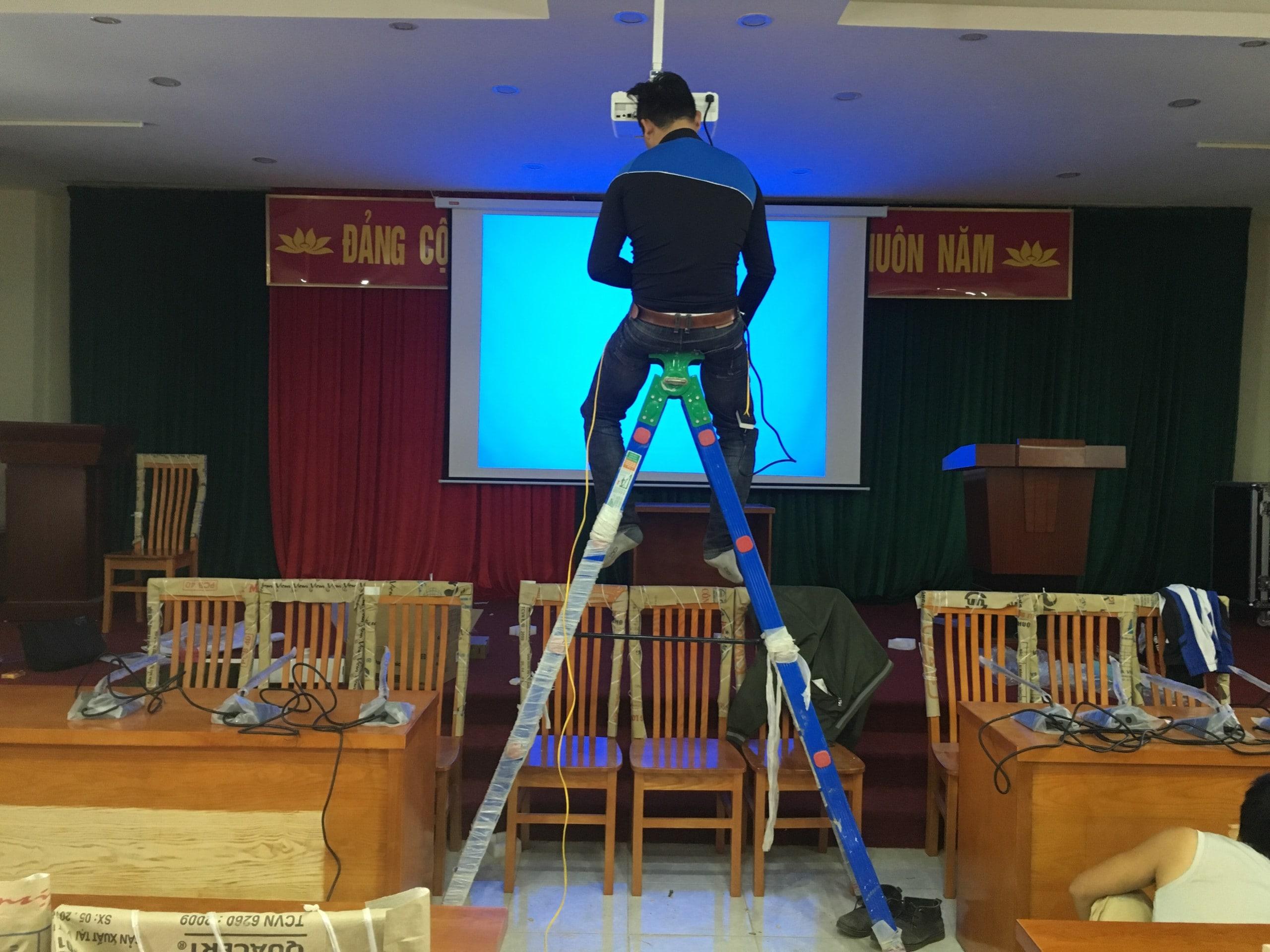Địa chỉ sửa máy chiếu uy tín tại Hoàng Văn Thái, Ngã Tư Sở - 1
